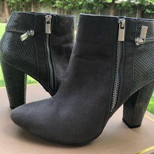 Jennifer Lopez gorgeous grey boots